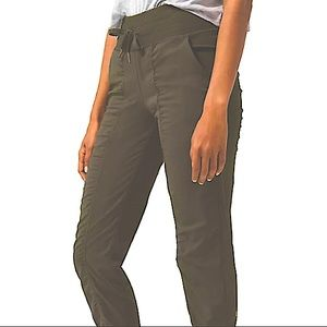 LULU studio to street pants. Army green